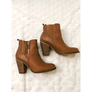 🆕 Aldo Brown High Heel Leather Booties Size 6